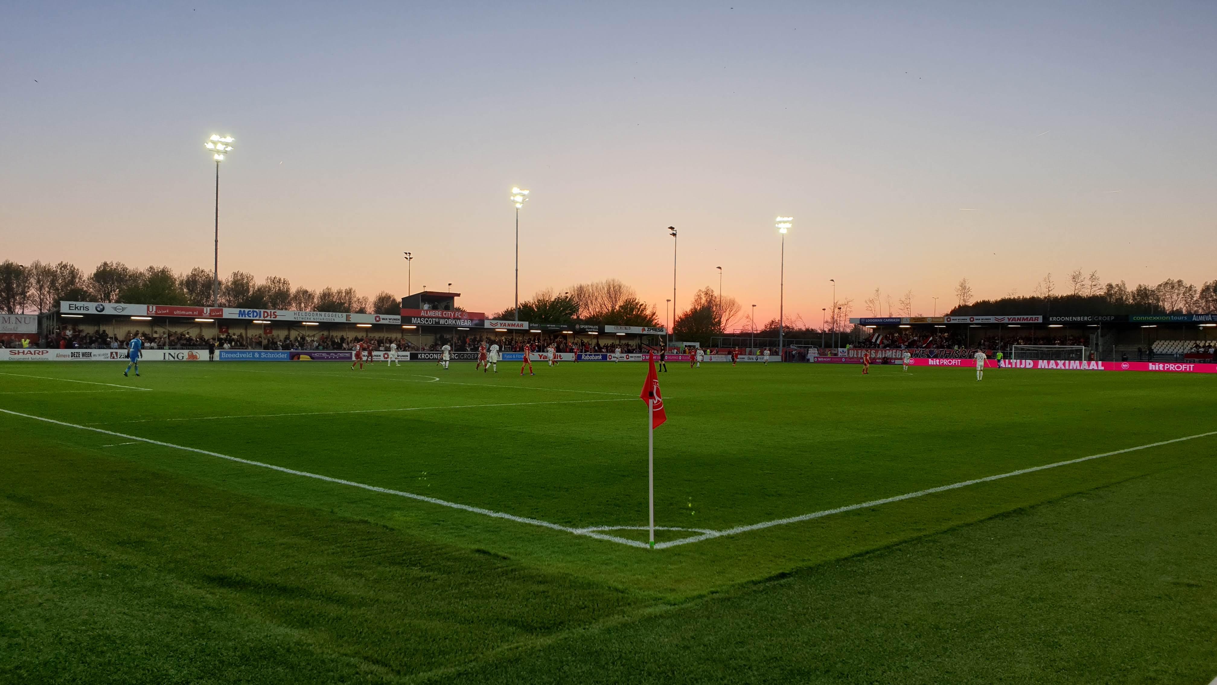 Almere City FC zo goed als zeker van Play-offs na overwinning op Telstar
