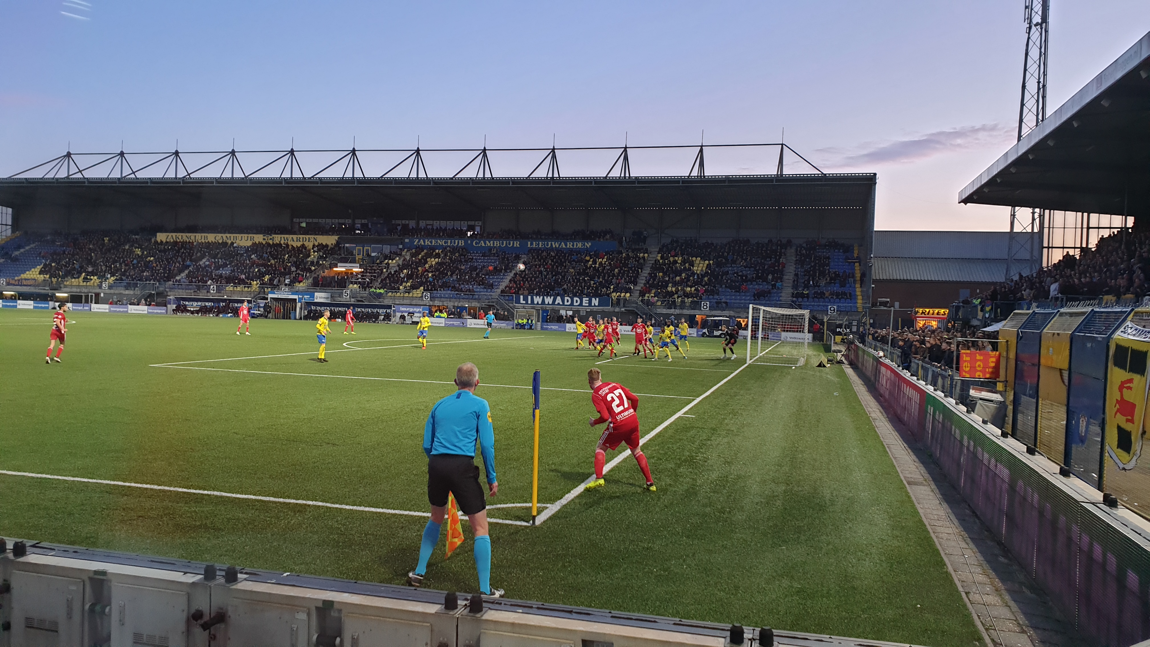 Almere City FC begint play-offs met remise tegen Cambuur