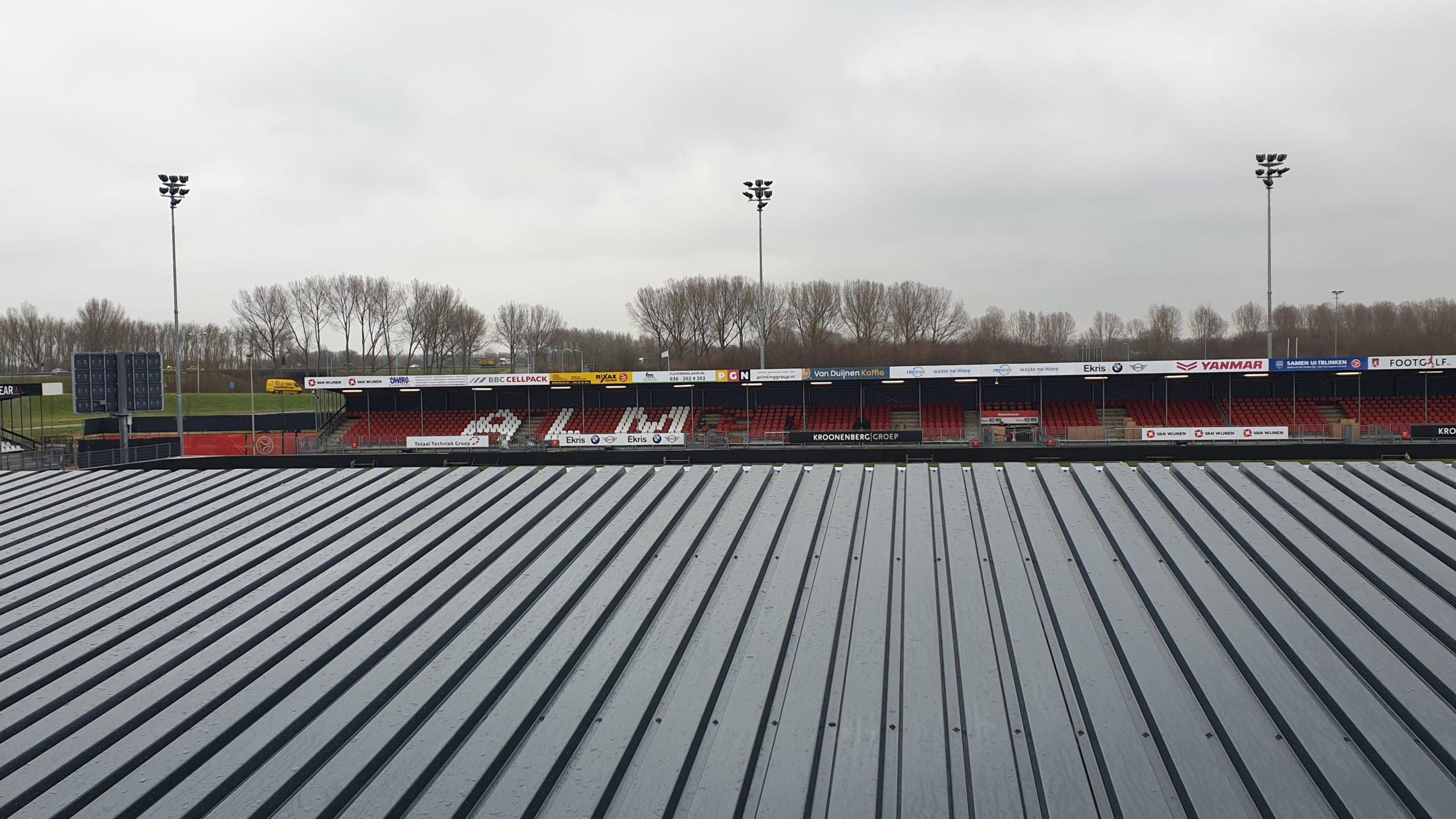 Stadion Update: Nieuwe stoelen op tribune en FEBO muur klaar voor gebruik.