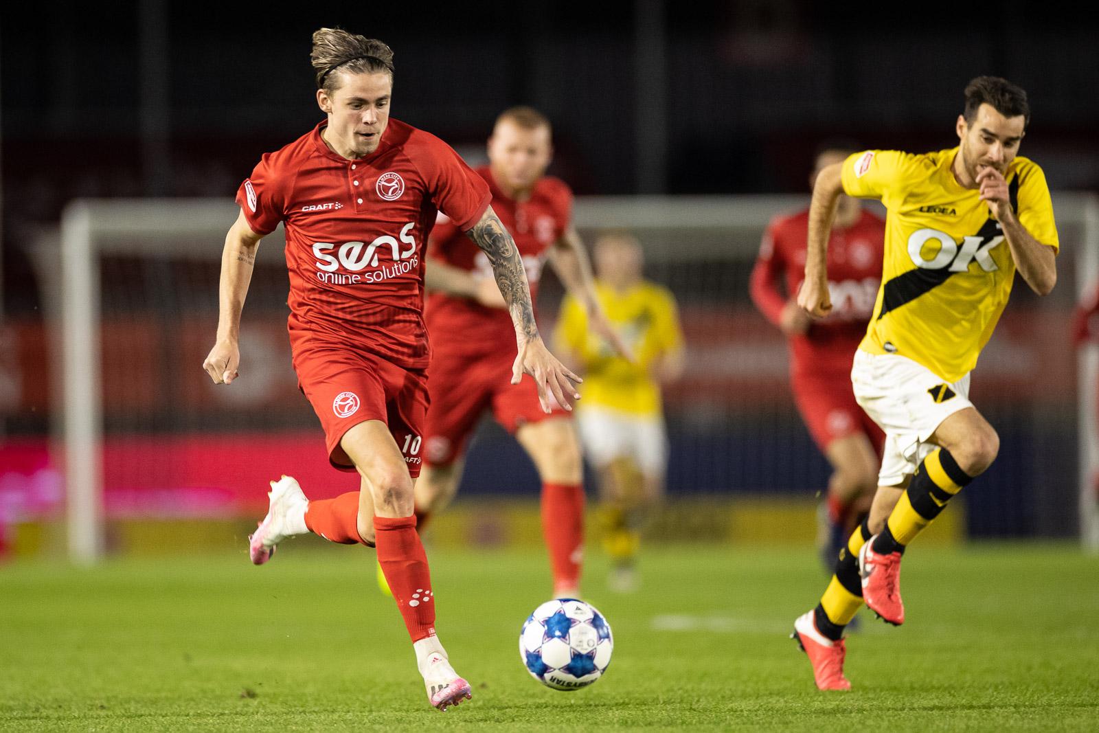 Almere City FC wint topper van NAC Breda 2-0
