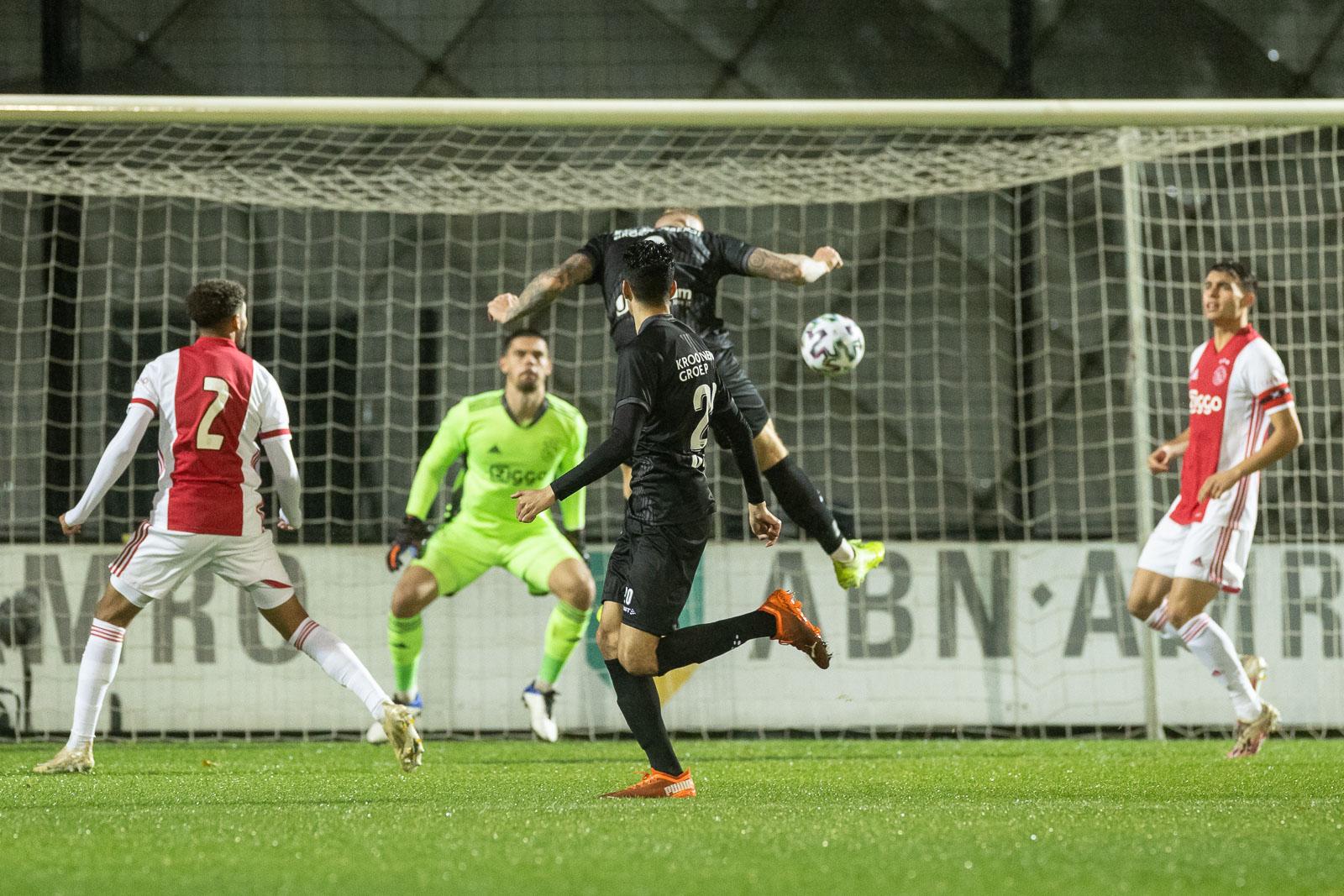 Almere City FC kent weinig moeite met Jong Ajax en wint overtuigend