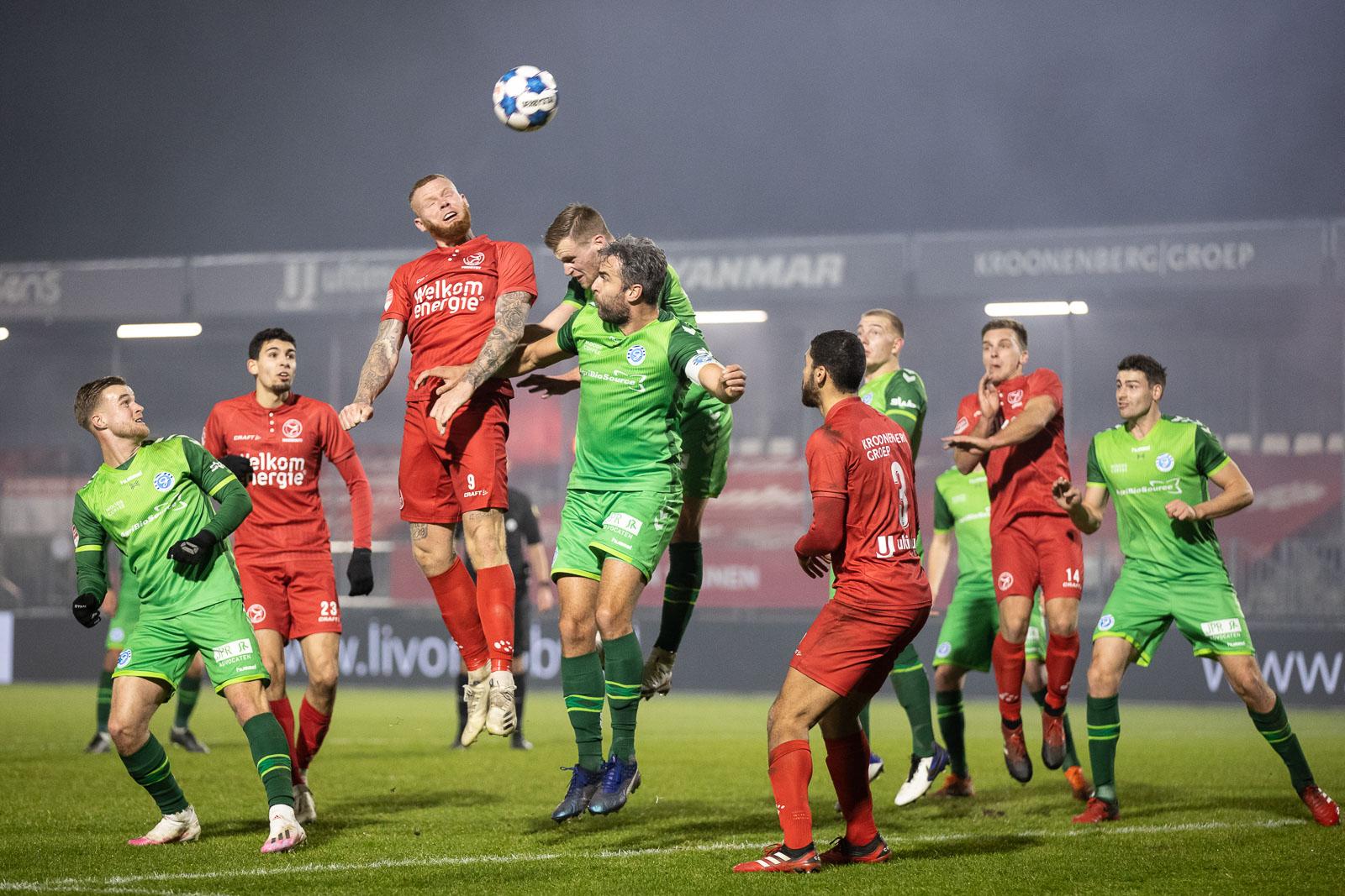 Almere City FC wint matige topper in slotminuten van De Graafschap
