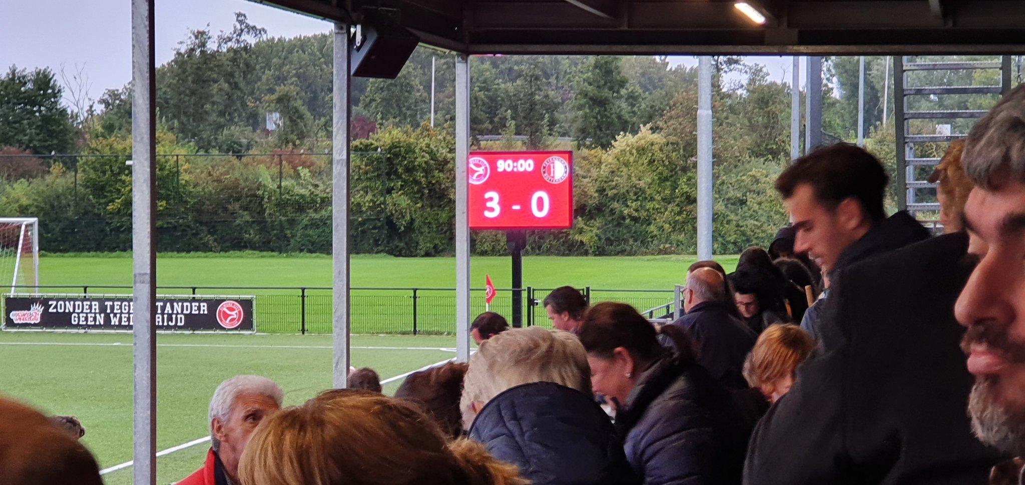 Almere City FC O21 wint met ruime cijfers van Feyenoord O21