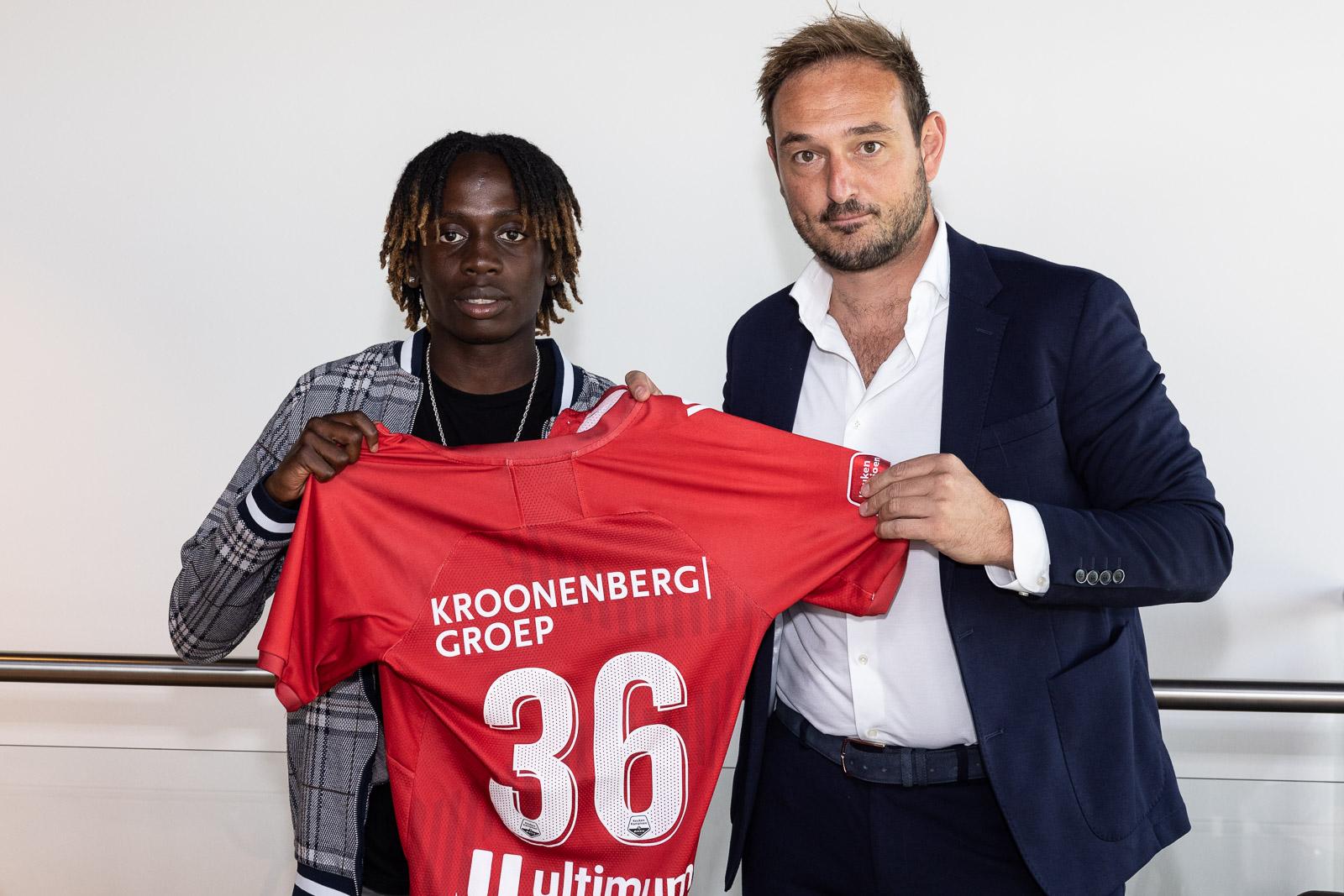 Esajas tekent eerste profcontract bij Almere City FC