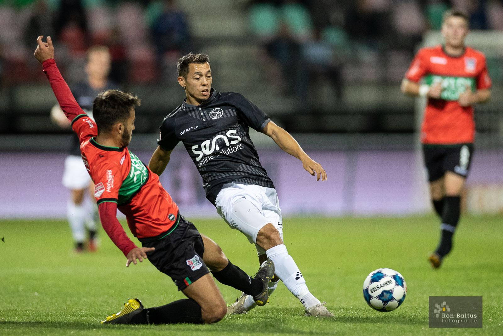 Almere City FC tijdelijk koploper na knappe overwinning op NEC