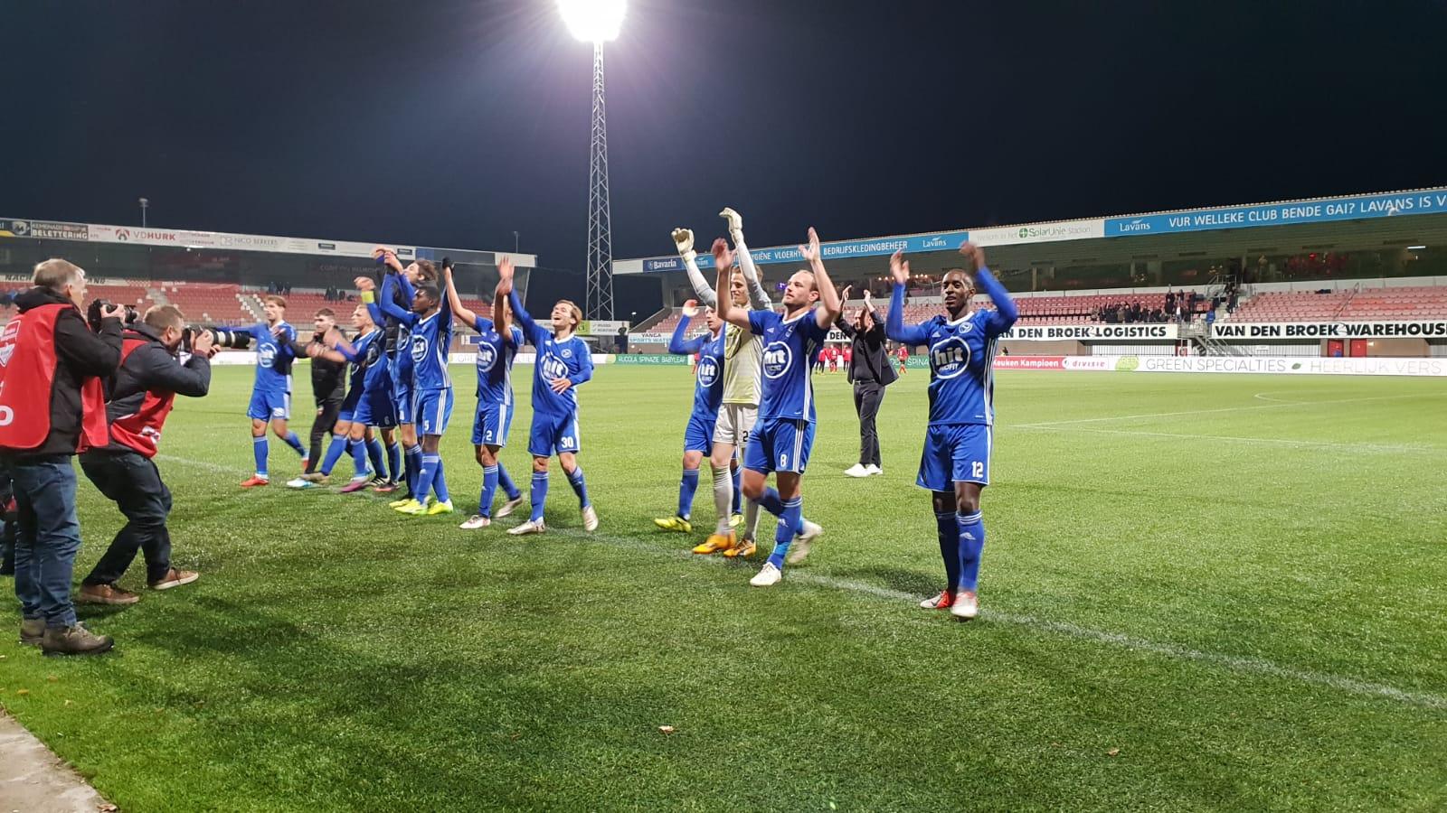 Almere City FC pakt 3 belangrijke punten in Helmond