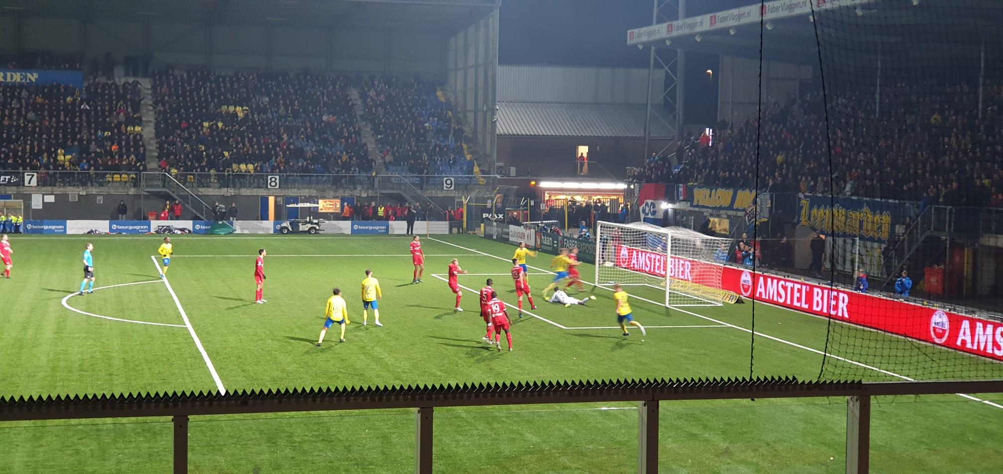 Almere City FC verliest kansloos van koploper Cambuur