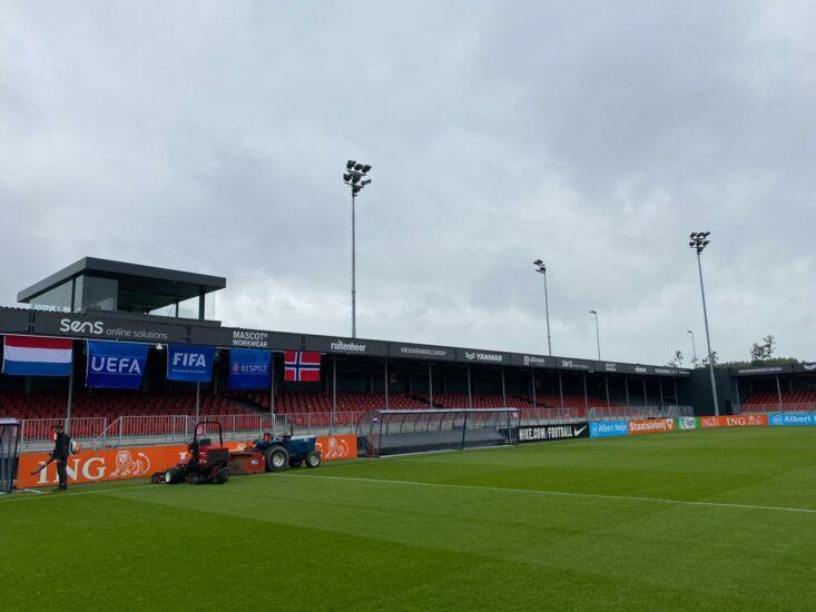Almere debuteert als stadion voor Jong Oranje