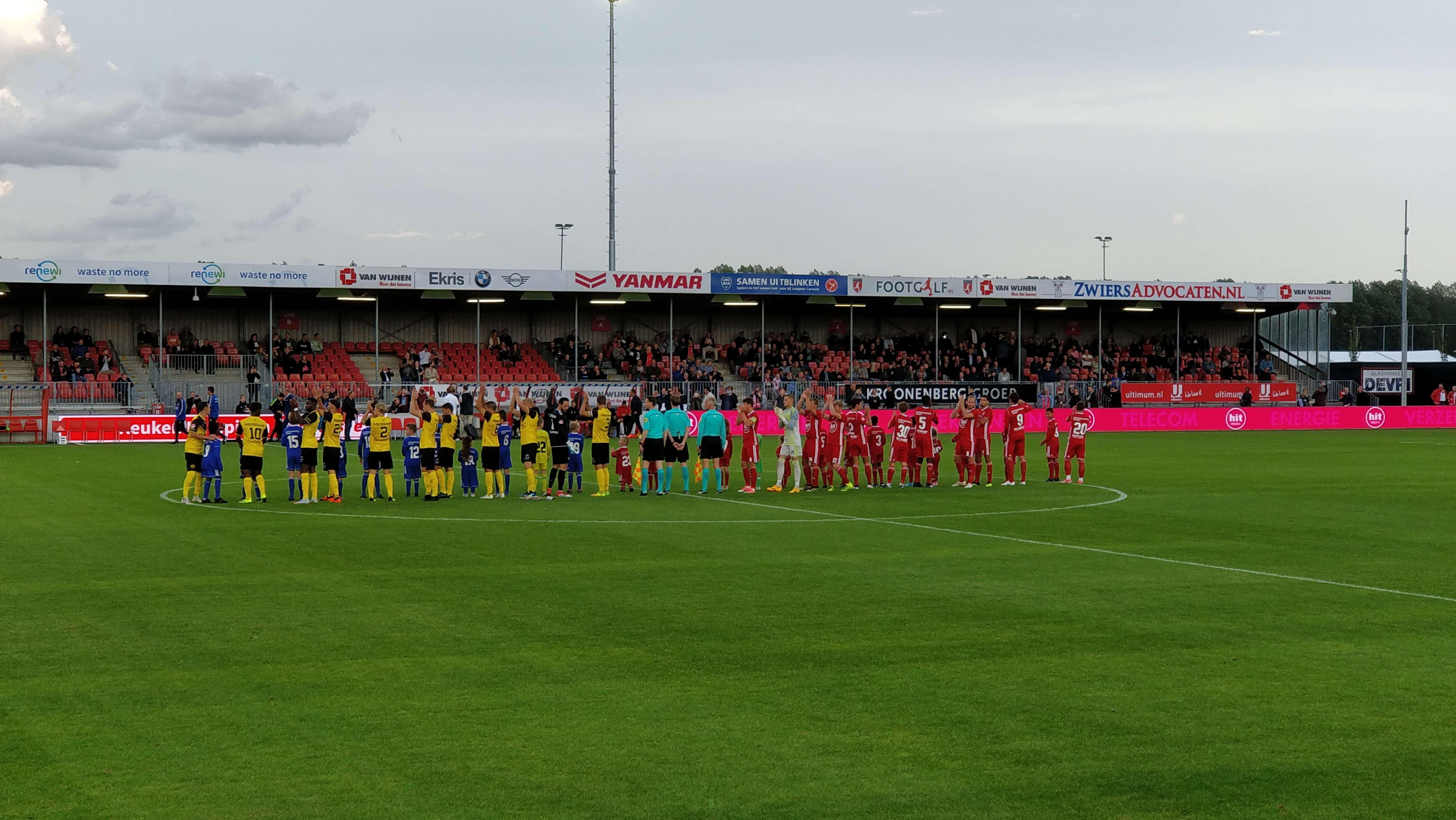 Almere City verliest eerste thuiswedstrijd op laatste moment van Roda JC