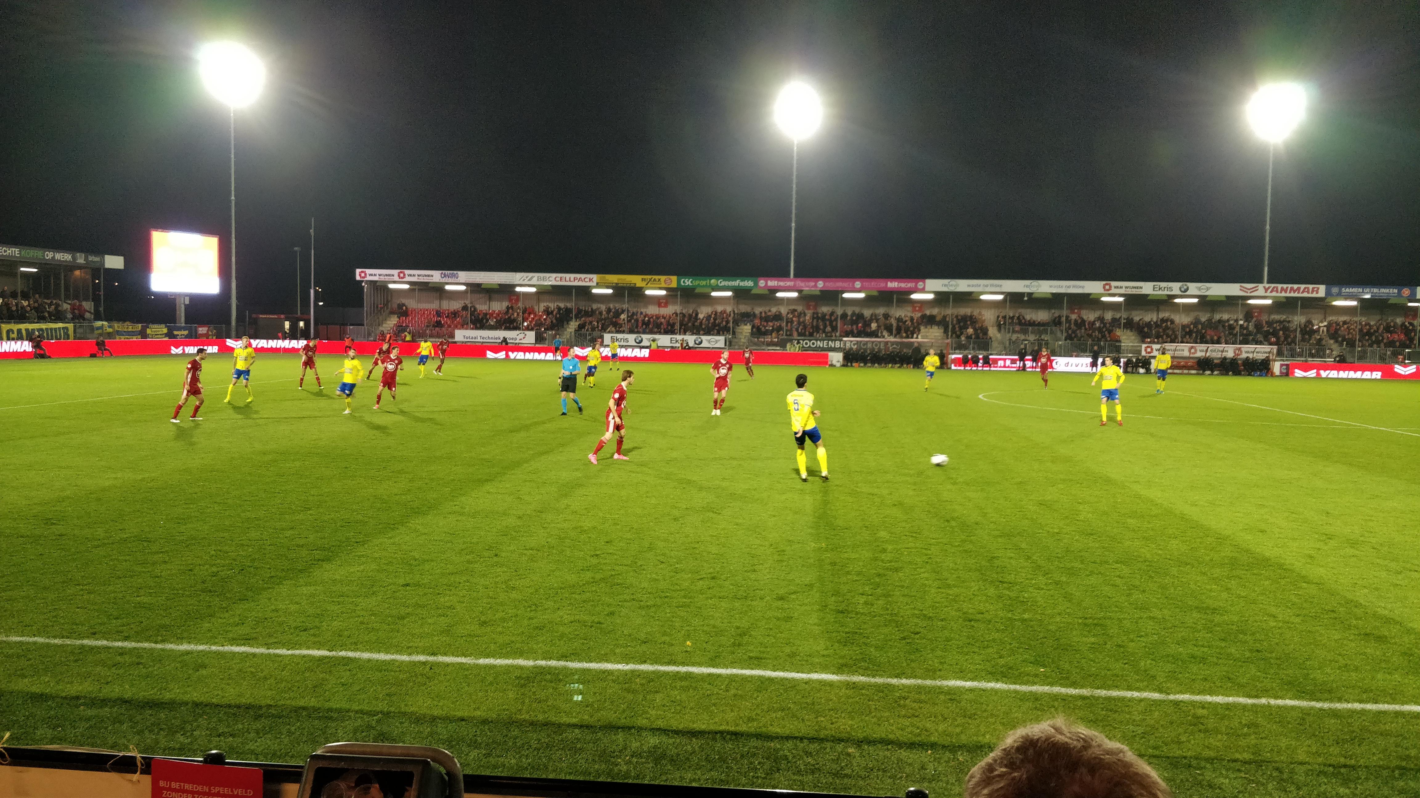 Almere City blijft in de top na overwinning op Cambuur