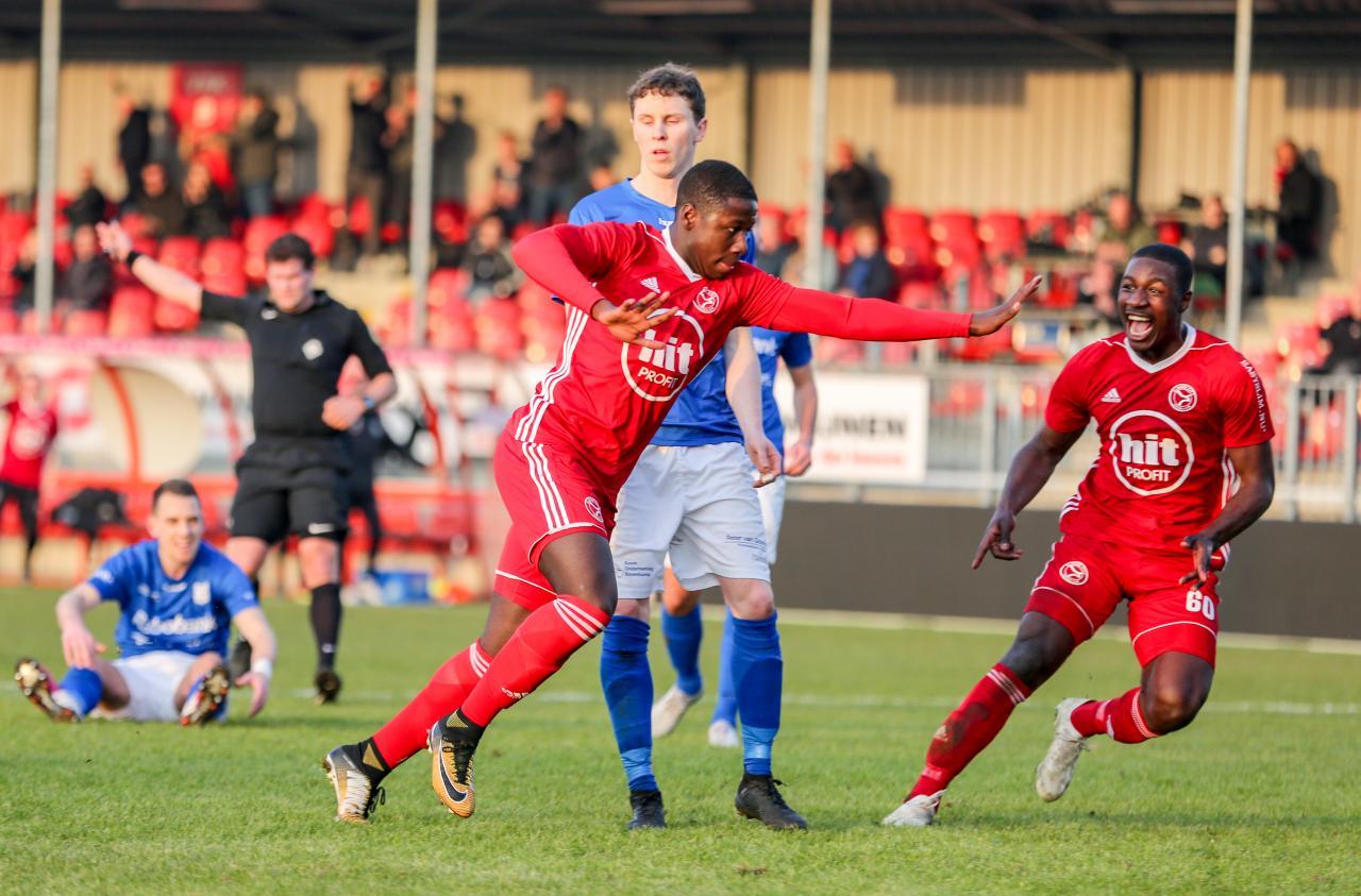 Kenneth Aninkora tekent profcontract bij Almere City FC