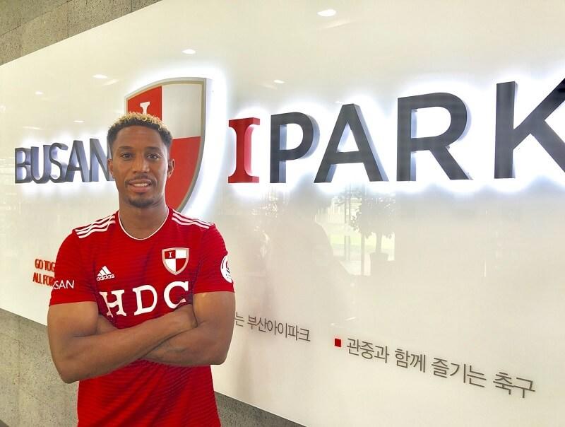 MacDonald kiest ook voor Busan Ipark FC