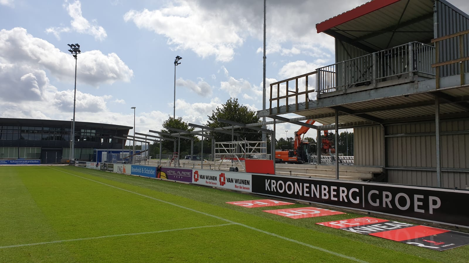 Verbouwing stadion van start gegaan met slopen E/F tribune