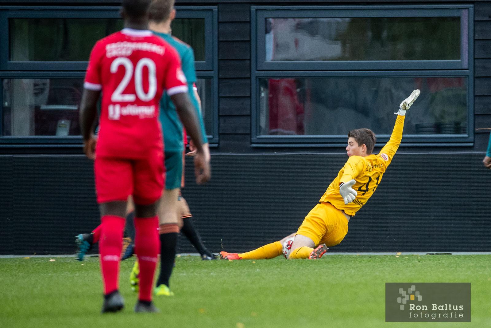 Profcontract voor keepertalent Stijn Keller